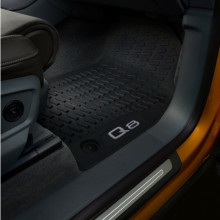 koberce Audi Q8 gumové přední sada